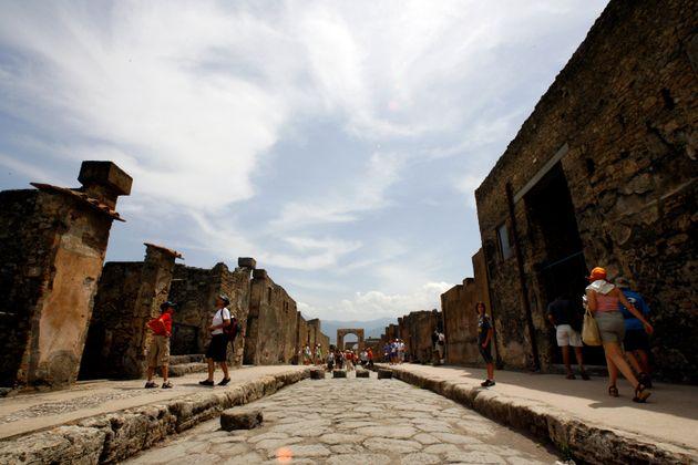 Επέστρεψε αρχαία που είχε κλέψει από την Πομπηία επειδή ήταν