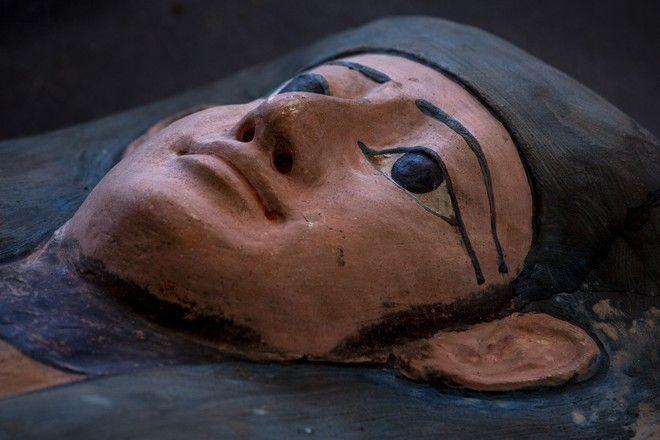 Εκατό άθικτες σαρκοφάγοι ανακαλύφθηκαν στο Κάιρο