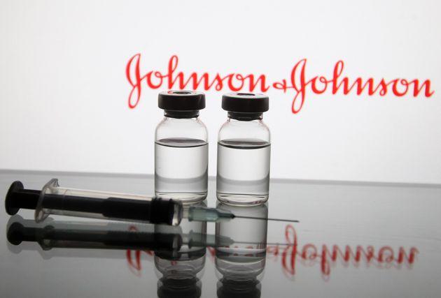 Τα υπερ και τα κατά των τεσσάρων εμβολίων για τον