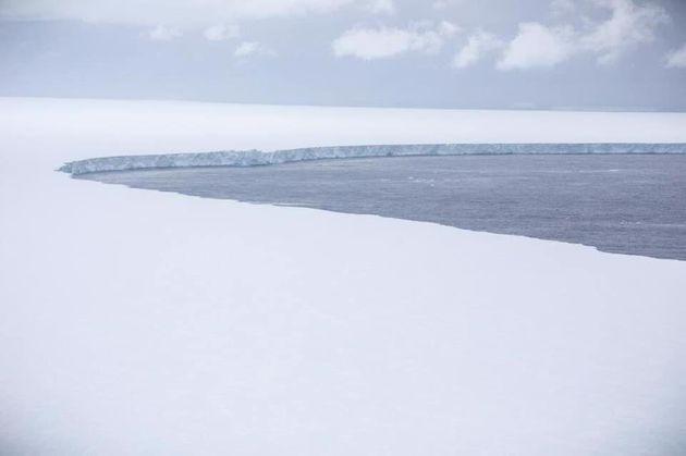 A68a: Το μεγαλύτερο παγόβουνο του κόσμου καταγράφηκε από κάμερα - Η εικόνα του