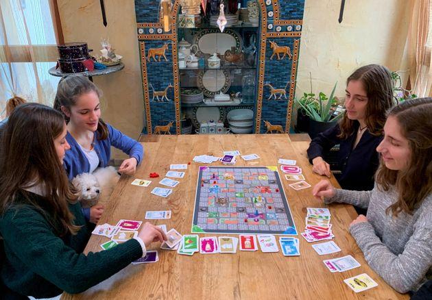 Corona: To επιτραπέζιο παιχνίδι που ξεπούλησε για τα φετινά