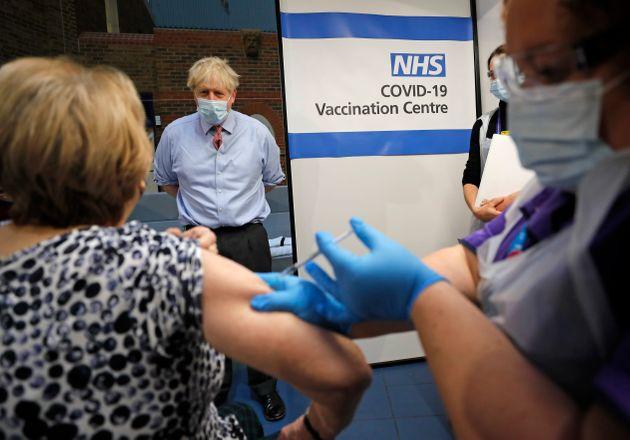 Εμβόλιο Pfizer: Τι συμβαίνει με τις αλλεργικές