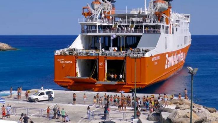 Σε λιμάνι της Ελλάδας ο αποχαιρετισμός των τουριστών γίνεται με βουτιές στη θάλασσα! (Video) - Media