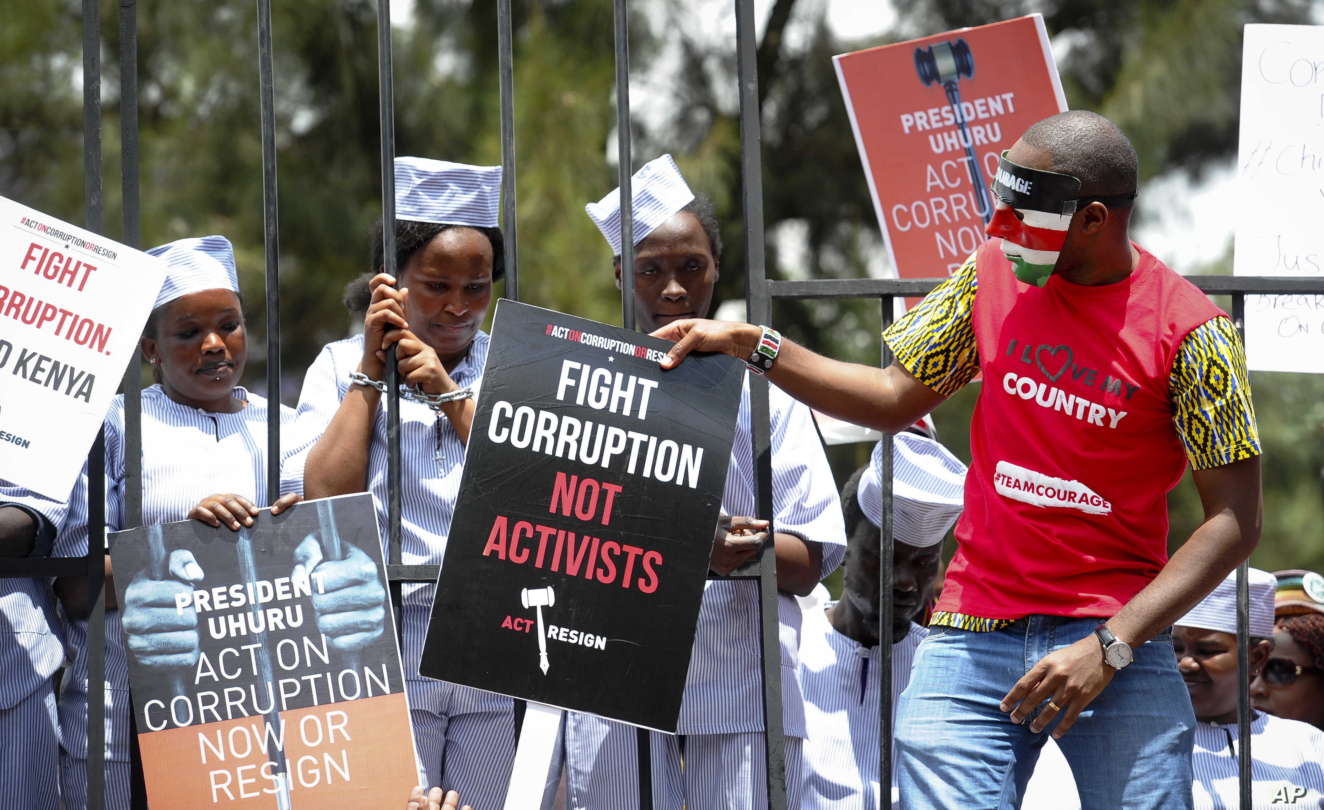 https://www.voanews.com/africa/kenyan-police-use-tear-gas-disperse-rally-against-graft
