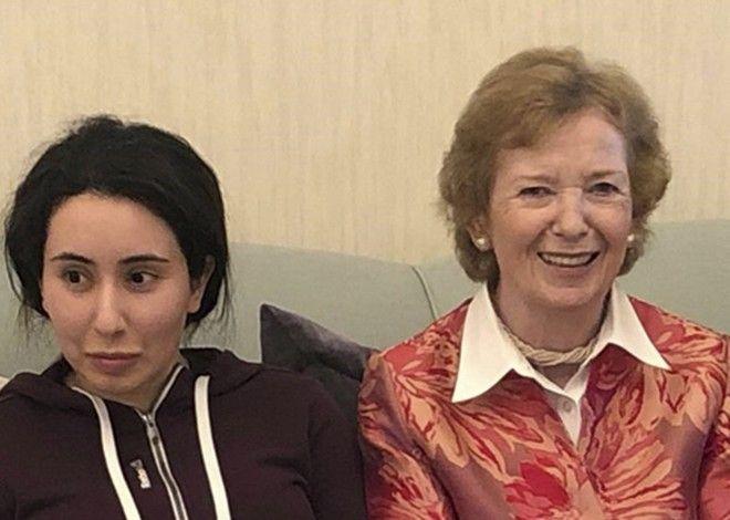 Η 'στημμένη' φωτογραφία της Mary Robinson με την Πριγκίπισσα Latifa, το Δεκέμβριο του 2018.
