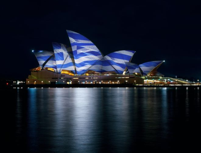 25η Μαρτίου: Στα χρώματα της γαλανόλευκης διάσημα κτήρια του κόσμου