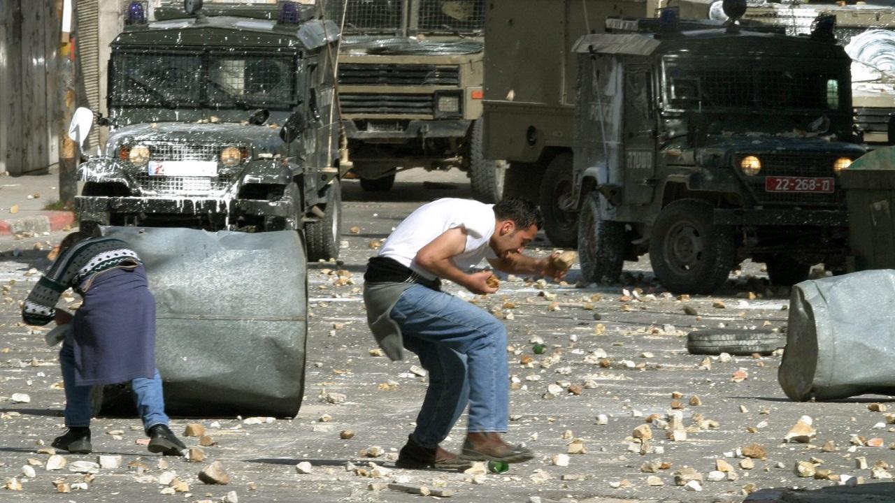 Εικόνα από συγκρούσεις Παλαιστινίων και Ισραηλινών στη Ραμάλα (πηγή: EPA/ATEF SAFADI)