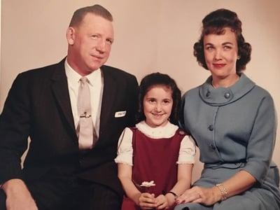 Η Λίντα – Κάρολ σε ηλικία 5 ετών με τους...