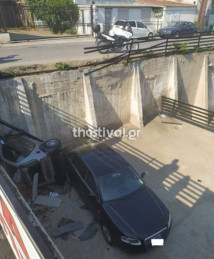 Αυτοκίνητo έπεσε στο κενό (thestival.gr)